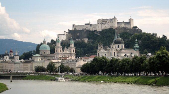Loty do Salzburga, Alpy w wakacje za 192 zł RT (easyJet)