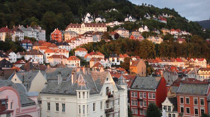 Urokliwe Bergen ze Szczecina za 78 zł RT w wakacje (Wizz Air)