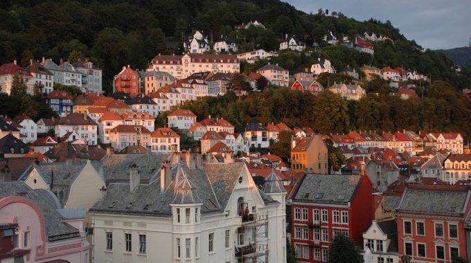 Bergen ze Szczecina za 78 zł RT, weekend w sierpniu za 129 zł (Wizz Air)