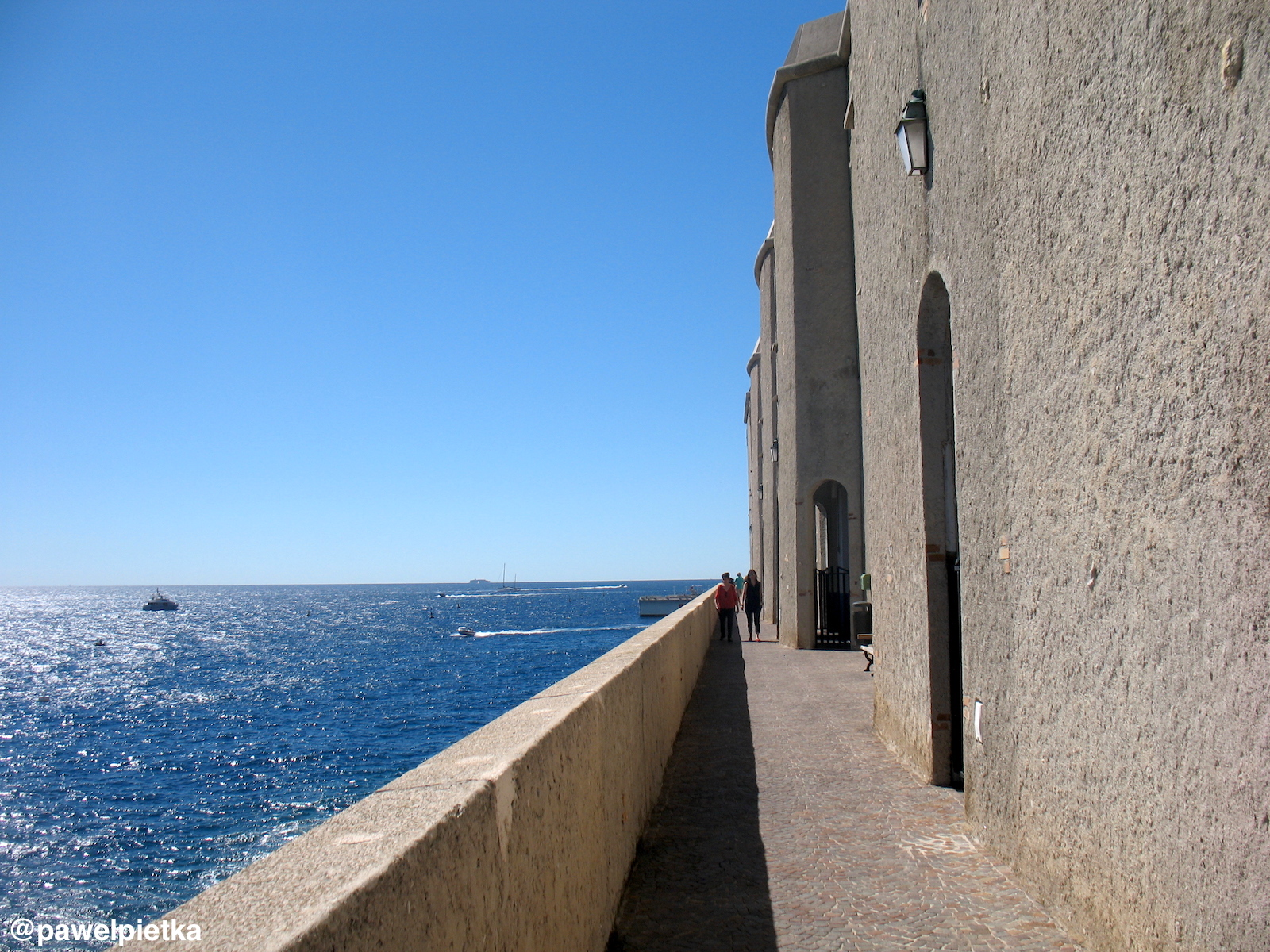 4 Monako Przejscie do muzeum