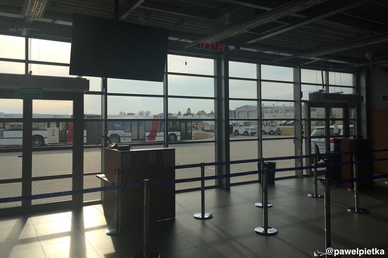 Port lotniczy Radom Sadkow terminal gate bramki autobus