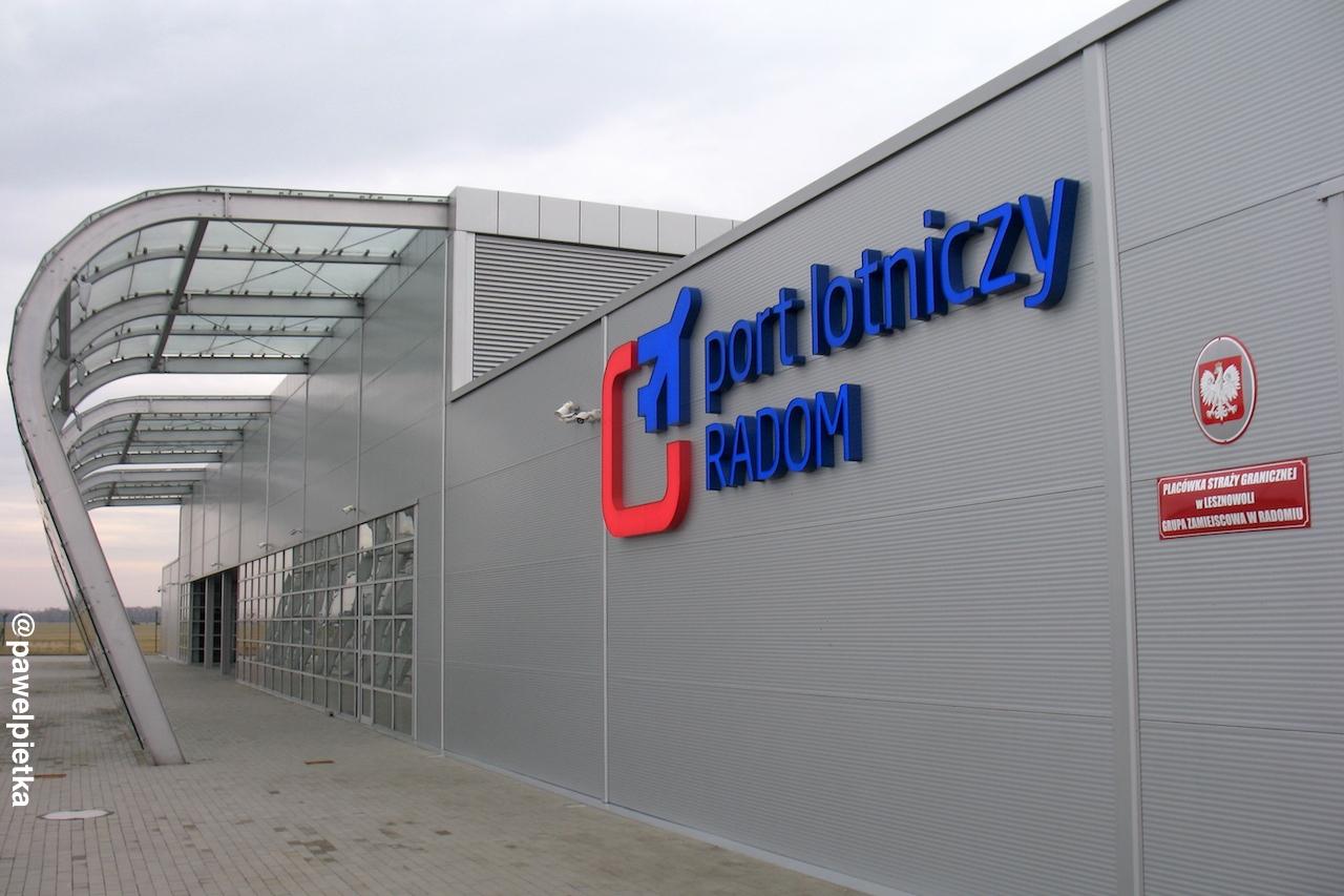 Port lotniczy Radom Sadkow terminal lornisko loty galeria