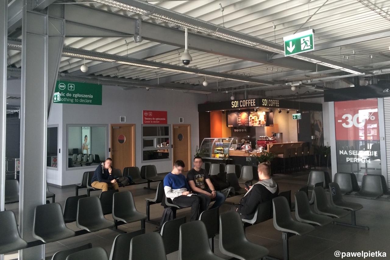 Port lotniczy Radom Sadkow terminal wnetrze bar pazazer kontrola bezpieczenstwa schengen