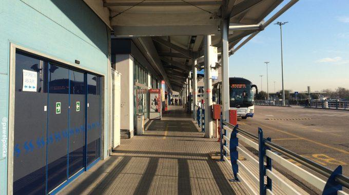 Spanie na lotnisku w Weronie VRN (Verona Villafranca Airport)